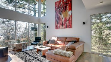 interieur-salon-fenestration-cathedrale-realisations-andre-rousseau-construction