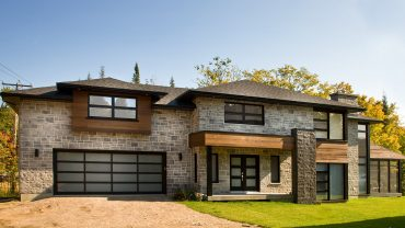 maison3-pierre-fenetres-noires-realisations-andre-rousseau-construction